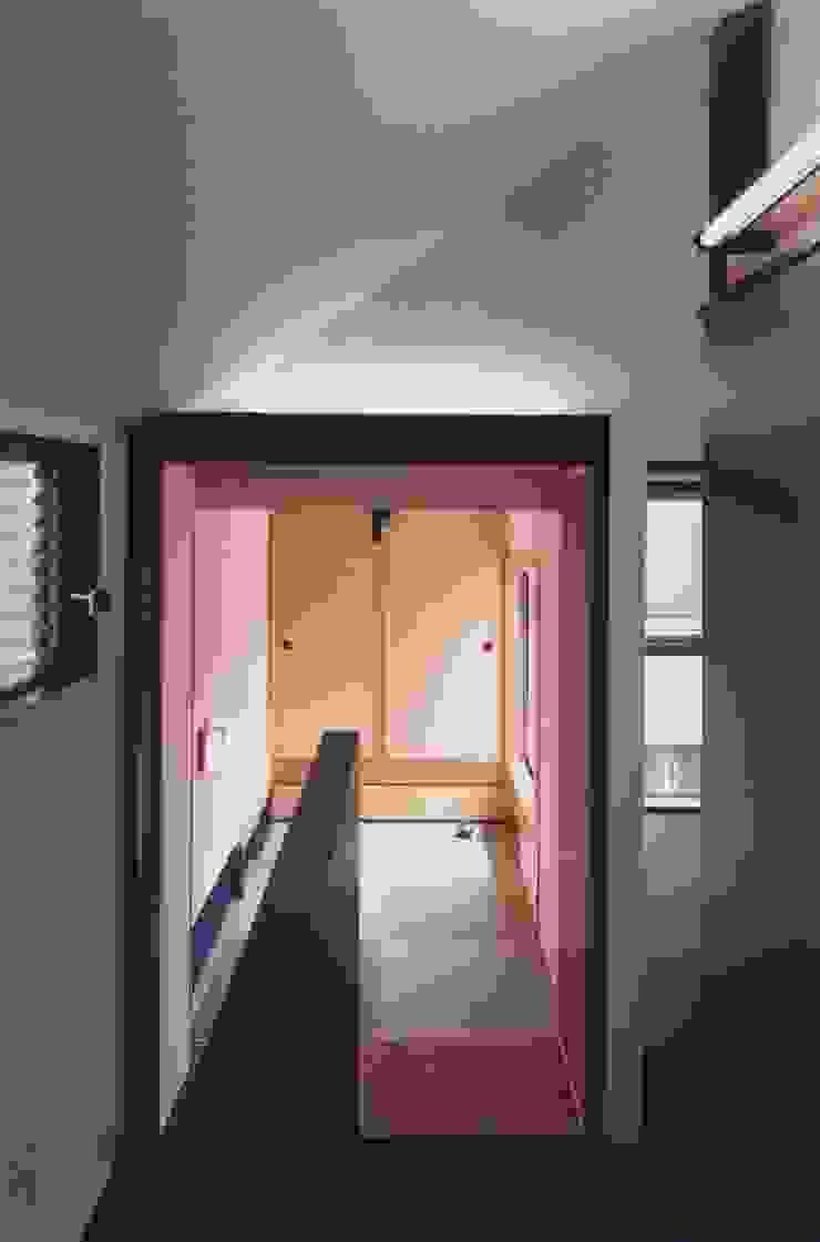 有限会社加々美明建築設計室 สไตล์ผสมผสาน ทางเดินห้องโถงและบันได กระดาษ White