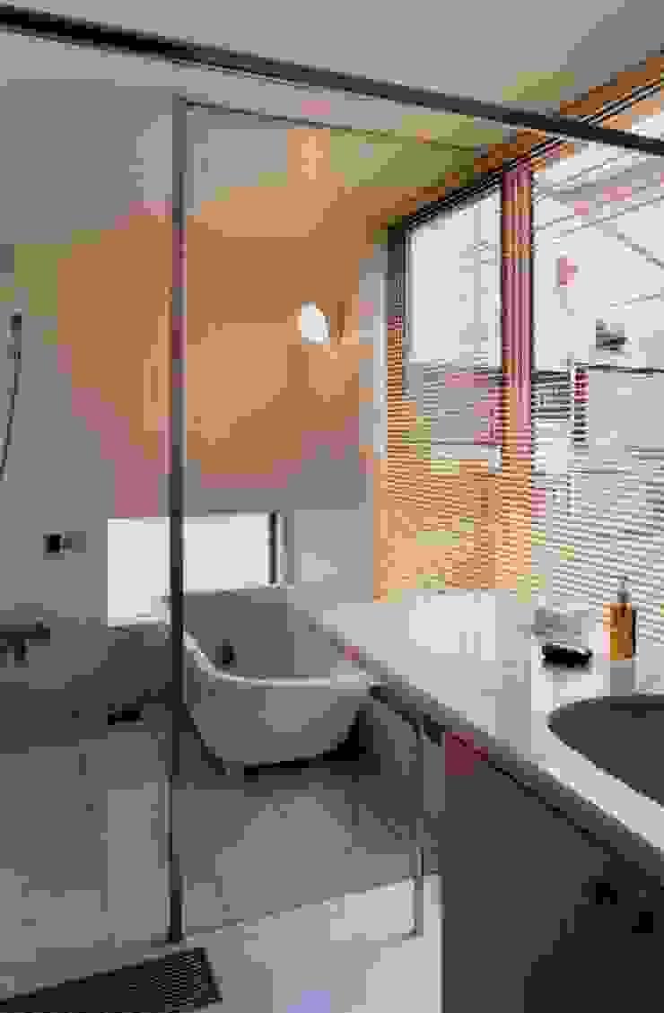 有限会社加々美明建築設計室 ห้องน้ำ กระเบื้อง White