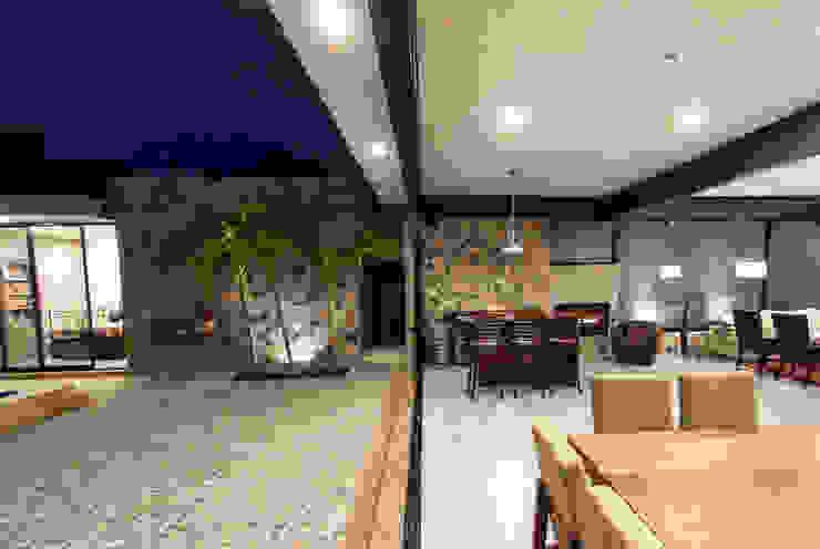Hiên, sân thượng phong cách hiện đại bởi Cambio De Plano Hiện đại