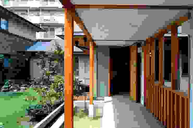 橋の上 オリジナルな 家 の 有限会社加々美明建築設計室 オリジナル 木 木目調