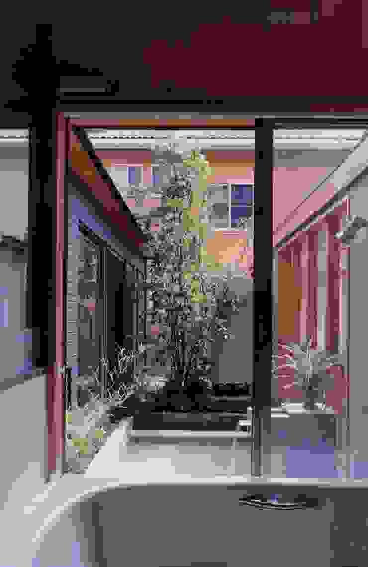 浴室 オリジナルスタイルの お風呂 の 有限会社加々美明建築設計室 オリジナル タイル