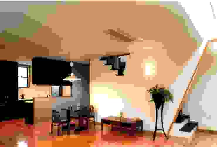 ダイニングキッチン オリジナルデザインの ダイニング の 有限会社加々美明建築設計室 オリジナル 木 木目調