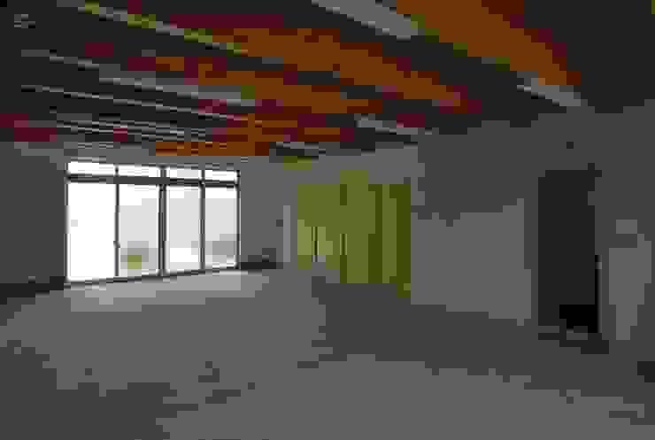 1階 工房 モダンデザインの 多目的室 の 原 空間工作所 HARA Urban Space Factory モダン