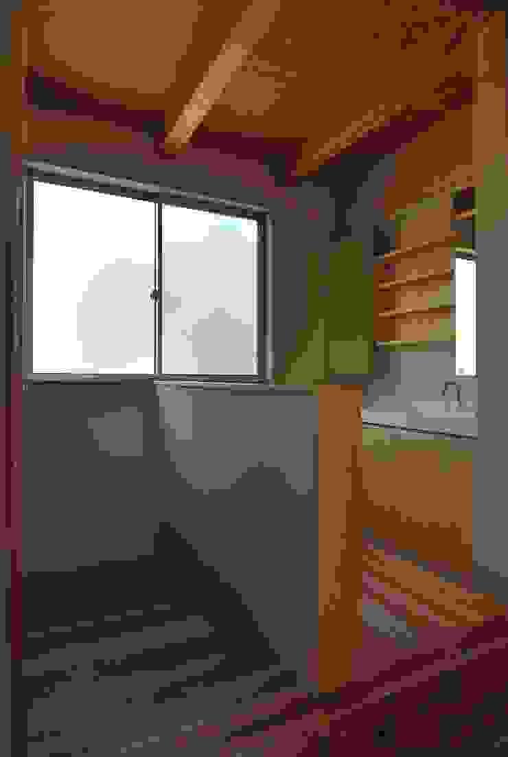 洗面所 モダンスタイルの お風呂 の 原 空間工作所 HARA Urban Space Factory モダン