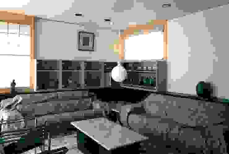 有限会社加々美明建築設計室 Ruang Keluarga Gaya Eklektik Kertas White