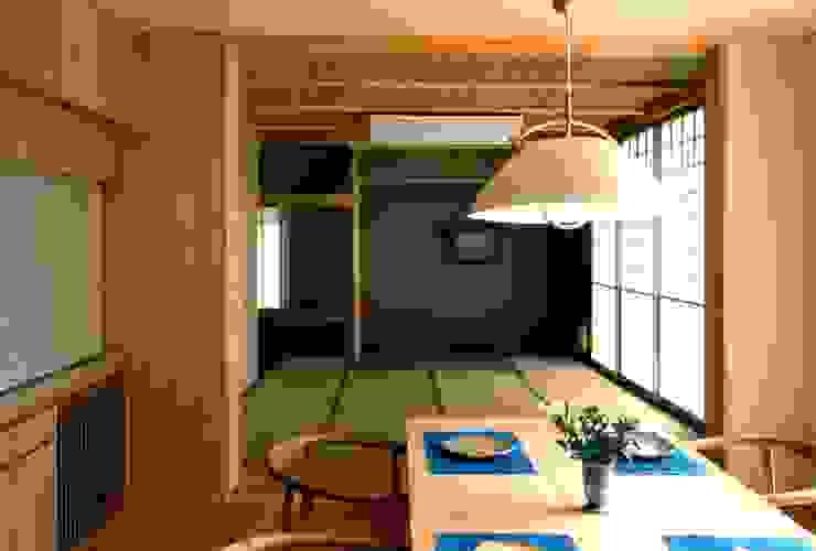 有限会社加々美明建築設計室 Ruang Makan Gaya Eklektik Kertas Wood effect