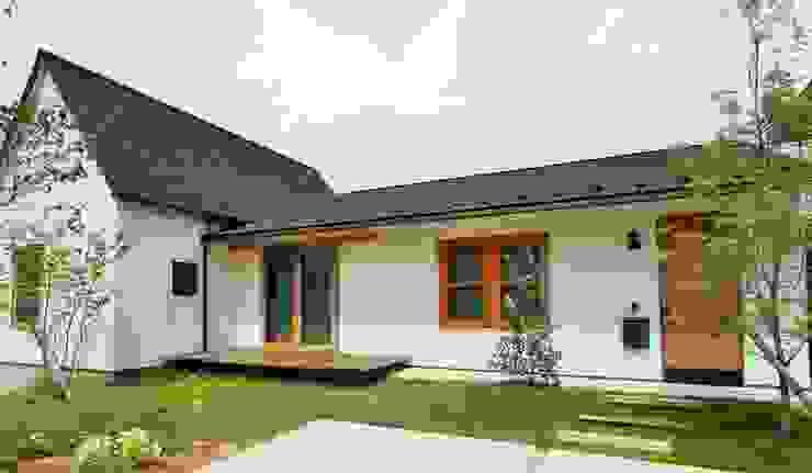 池田のいえ オリジナルな 庭 の LIVING DESIGN オリジナル