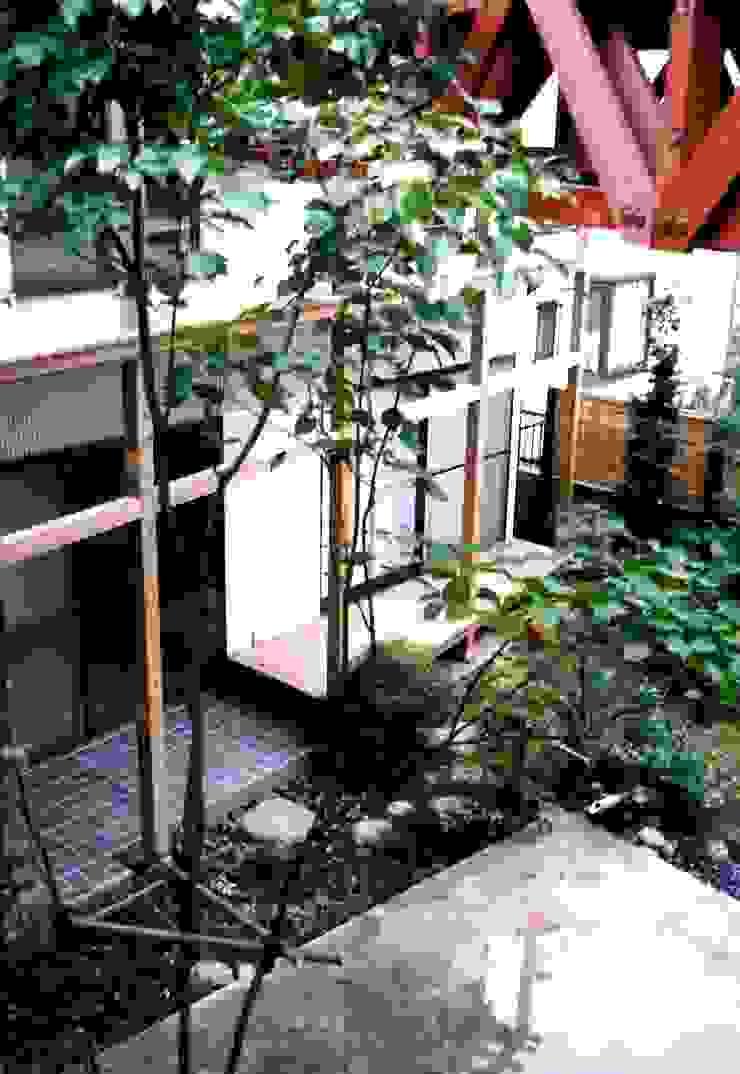 有限会社加々美明建築設計室 Casas de estilo ecléctico Granito Blanco