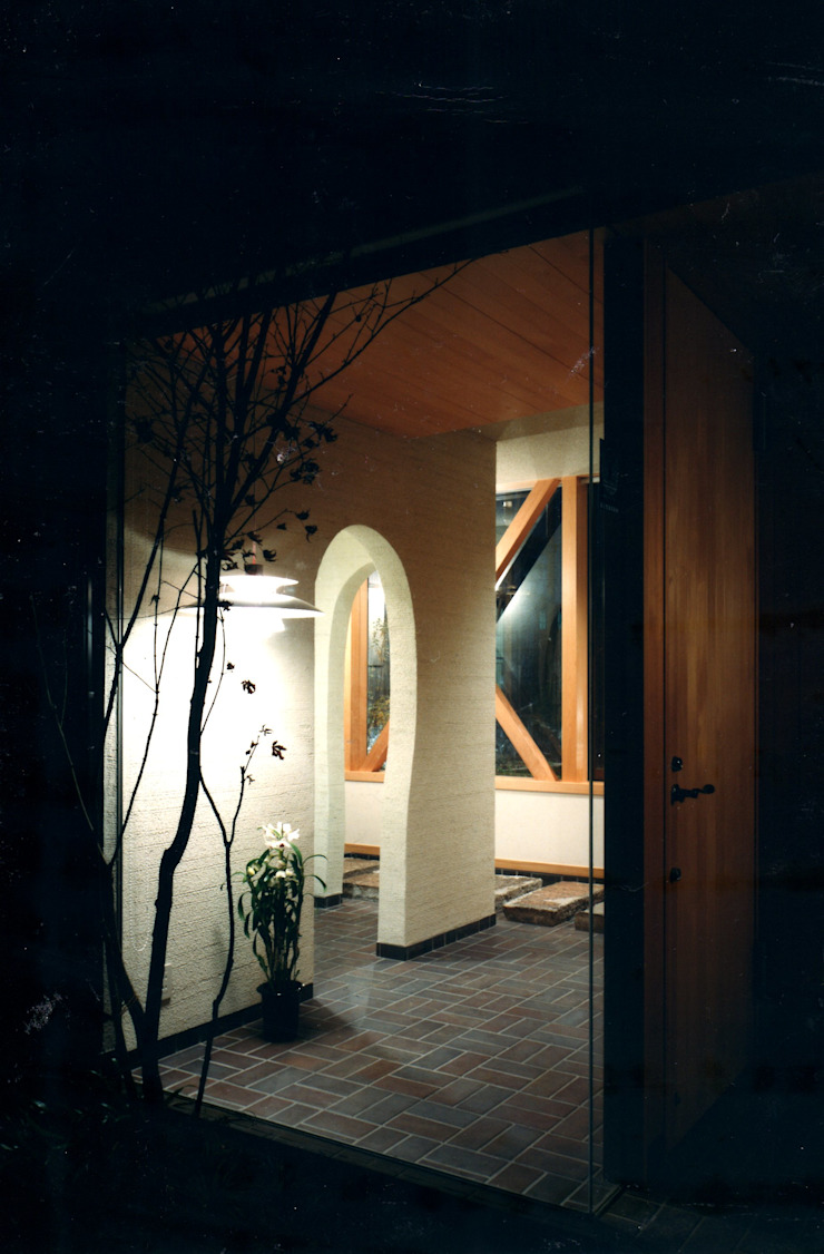 有限会社加々美明建築設計室 Pasillos, vestíbulos y escaleras de estilo ecléctico Papel Blanco