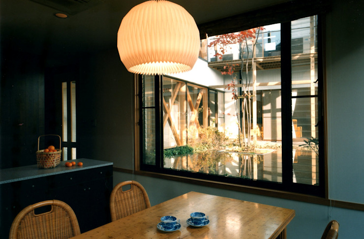Eclectic style dining room by 有限会社加々美明建築設計室 Eclectic Paper