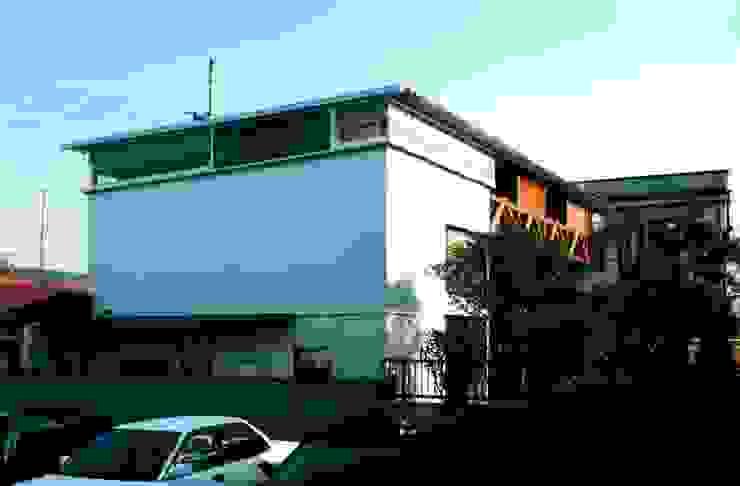 有限会社加々美明建築設計室 Casas de estilo ecléctico Metal Metálico/Plateado
