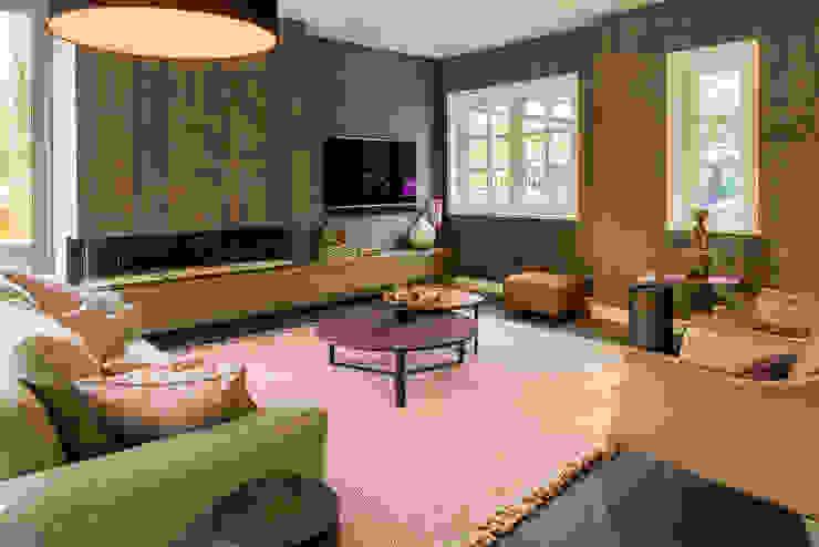 DesignGietvloer in een sfeervolle woonkamer www.designgietvloer.nl Moderne woonkamers van Design Gietvloer Modern