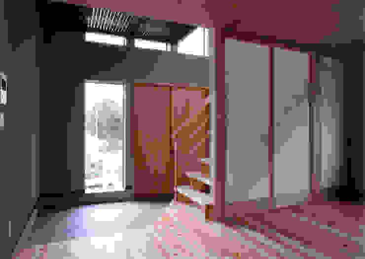 玄関ホール見返し 豊田空間デザイン室 一級建築士事務所 オリジナルスタイルの 玄関&廊下&階段 木 木目調