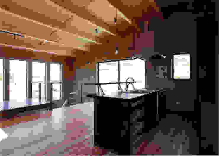 キッチンよりダイニングを見る 豊田空間デザイン室 一級建築士事務所 オリジナルデザインの キッチン