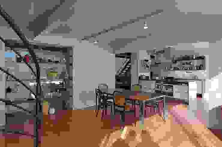 open plan space Moderne Esszimmer von allmermacke Modern Holzwerkstoff Transparent