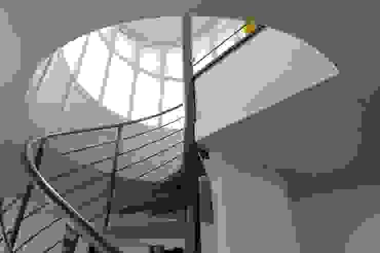 loft conversion, 1180 vienna Hành lang, sảnh & cầu thang phong cách hiện đại bởi allmermacke Hiện đại Sắt / thép