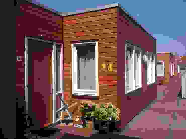 Inner court with gallery Minimalistische balkons, veranda's en terrassen van PAA Pattynama Ahaus Architectuur Minimalistisch Hout Hout