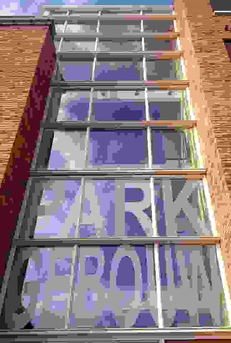 Main entrance with glass Moderne huizen van PAA Pattynama Ahaus Architectuur Modern