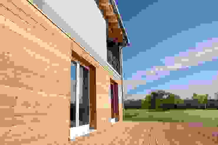 Casas modernas por homify Moderno Madeira Efeito de madeira