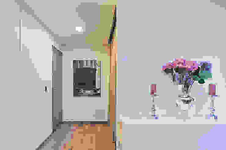 DEPARTAMENTO EN CUERNAVACA Pasillos, vestíbulos y escaleras modernos de HO arquitectura de interiores Moderno