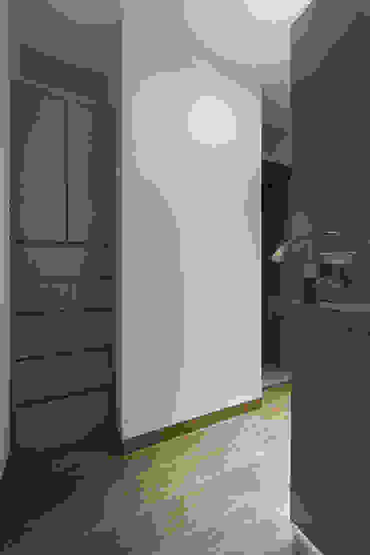 DEPARTAMENTO EN BOSQUE REAL Vestidores modernos de HO arquitectura de interiores Moderno