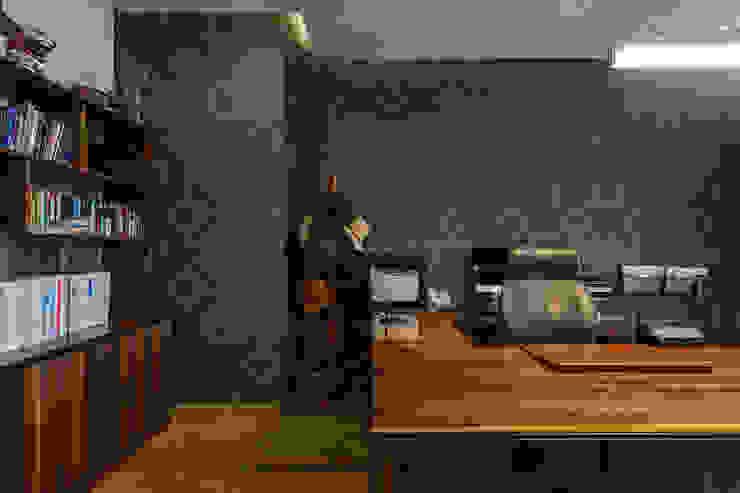 DEPARTAMENTO EN BOSQUE REAL Estudios y despachos modernos de HO arquitectura de interiores Moderno