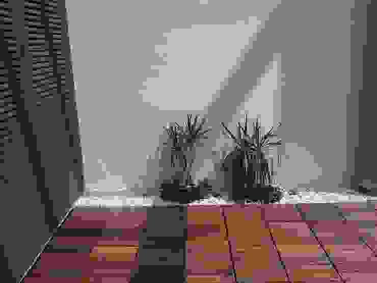 Minimalist Balkon, Veranda & Teras homify Minimalist