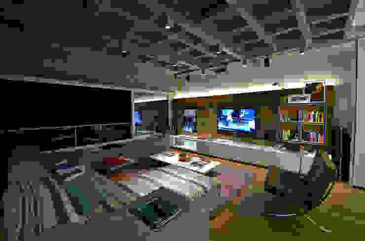 Living Salas de estar industriais por HECHER YLLANA ARQUITETOS Industrial