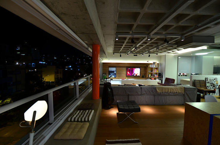 by HECHER YLLANA ARQUITETOS Industrial