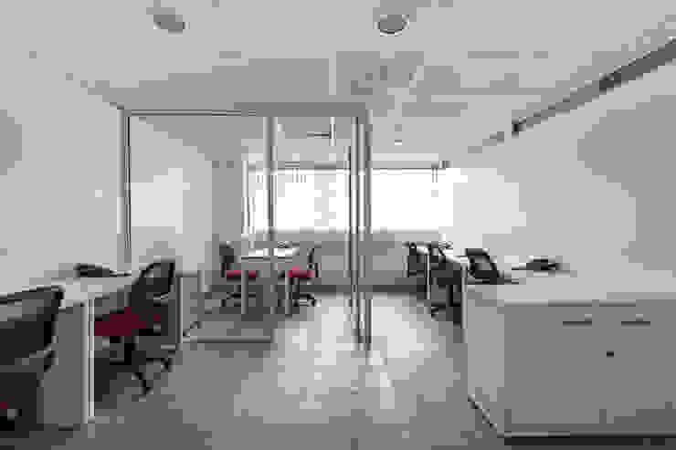 OFICINAS DIGITAL COASTER PISO 2, POLANCO DF de HO arquitectura de interiores Moderno