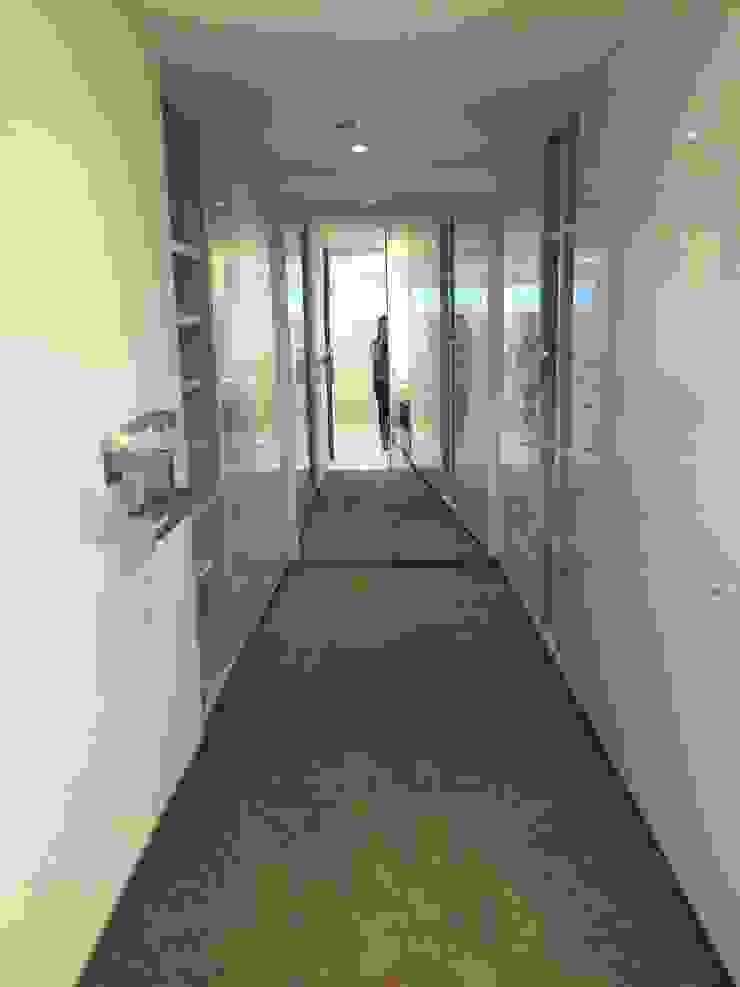 Perchero de HO arquitectura de interiores Moderno