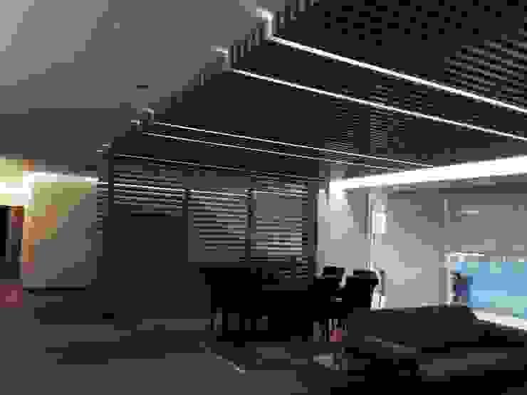 Celosía y pergolado para dividir espacios de HO arquitectura de interiores Moderno