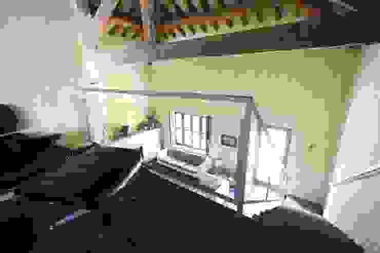 Pasillos, vestíbulos y escaleras de estilo rural de ARCHITETTO FRANCA DE GIULI Rural