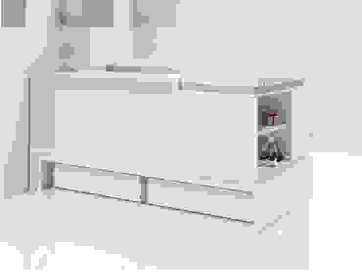 Clip Convertible Cot Bed Brown (K506): modern  by Casa bebé, Modern