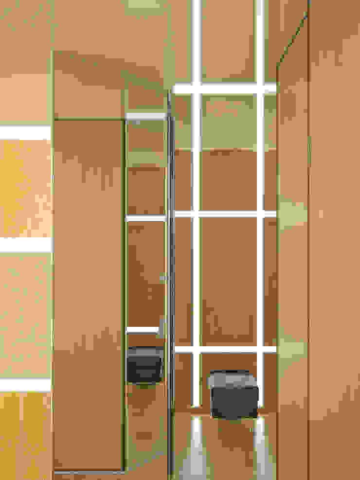 地中海走廊,走廊和楼梯 根據 Симуков Святослав частный дизайнер интерьера 地中海風