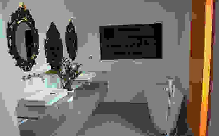 Modern Bathroom by C+BO Modern