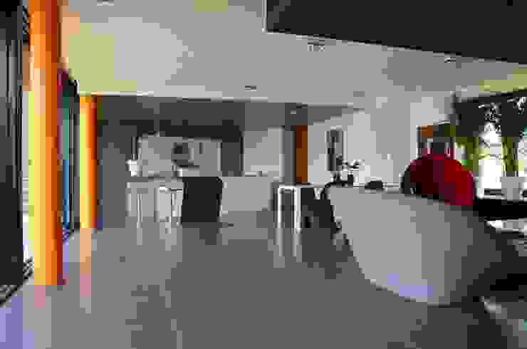 Maison Loos Salle de bain moderne par C+BO Moderne