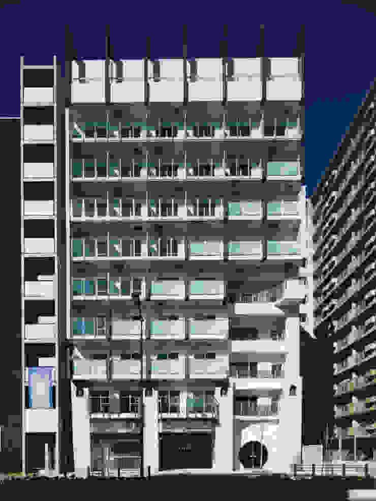 あお建築設計 Modern houses Tiles Blue