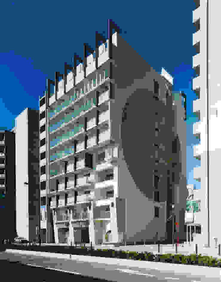 あお建築設計 Modern houses Tiles White