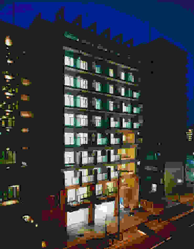 東南面外観見下ろし夜景 モダンな 家 の あお建築設計 モダン タイル