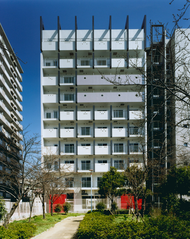 あお建築設計 Modern houses Tiles Beige