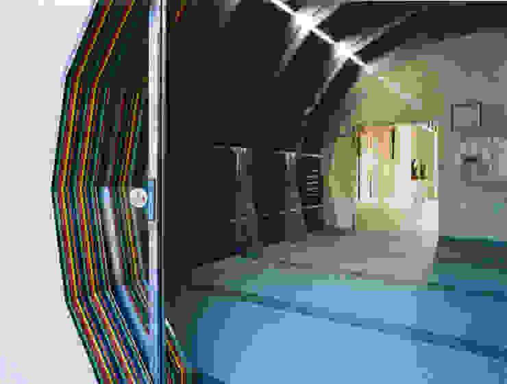 エントランス自動ドア モダンな 窓&ドア の あお建築設計 モダン プラスティック