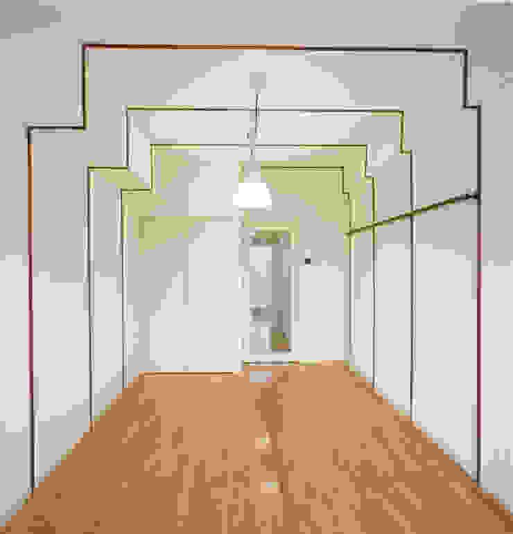 住戸A(ワンルーム) モダンスタイルの寝室 の あお建築設計 モダン 木 木目調