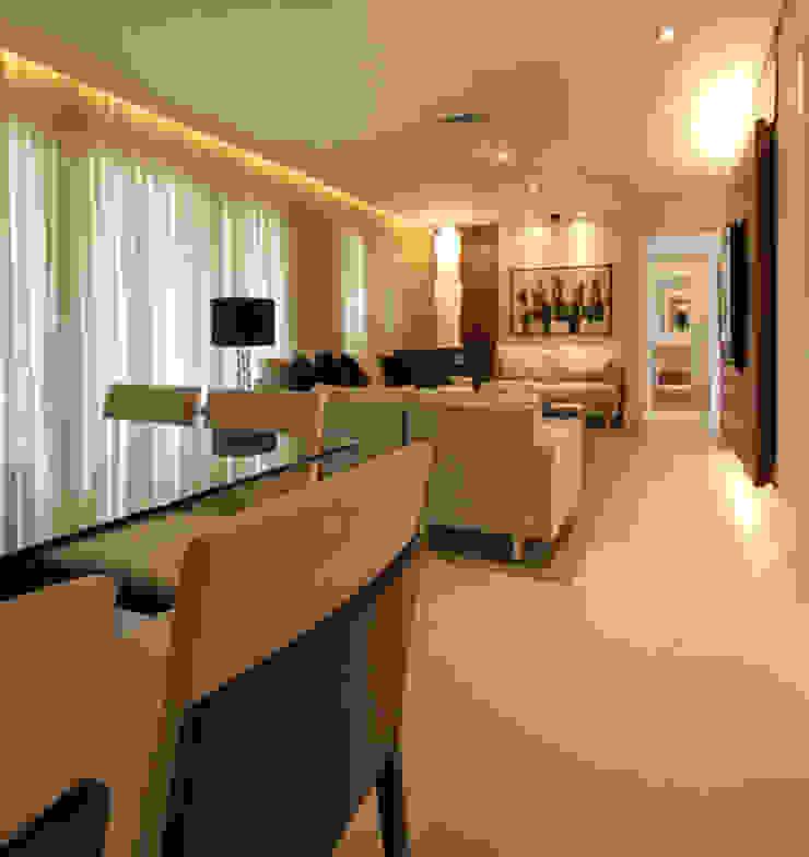 Apartamento residencial - Ed. Lumina Parque Clube Salas de estar clássicas por Carolina Ouro Arquitetura Clássico