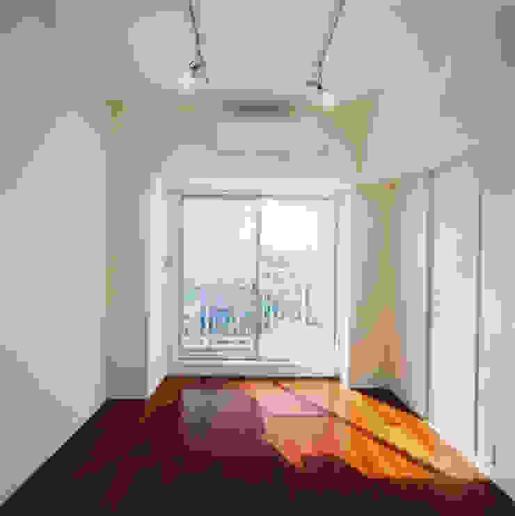 住戸E(ワンルーム) モダンスタイルの寝室 の あお建築設計 モダン 木 木目調