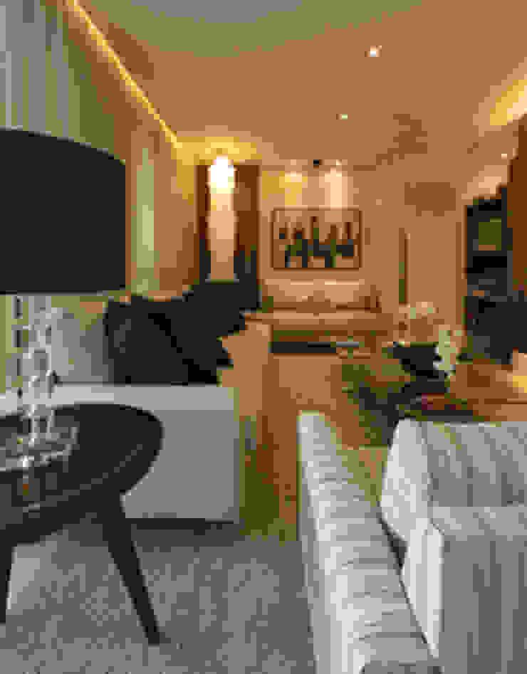 Apartamento residencial – Ed. Lumina Parque Clube Salas de estar clássicas por Carolina Ouro Arquitetura Clássico