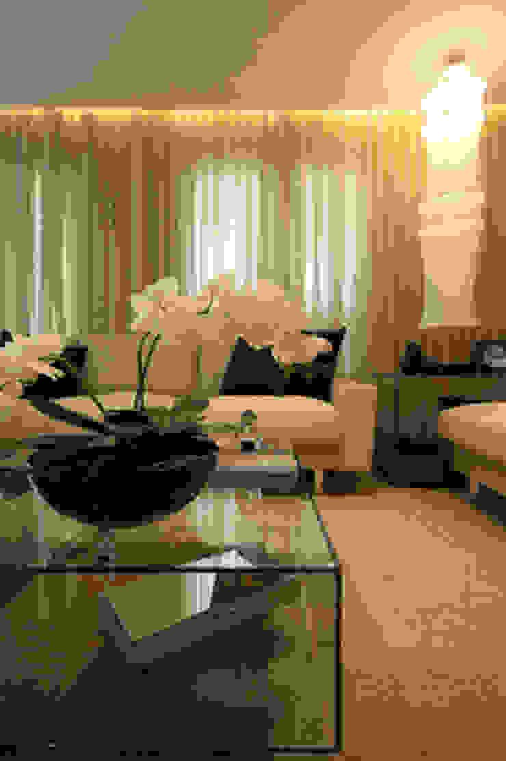 Sala de estar Salas de estar clássicas por Carolina Ouro Arquitetura Clássico