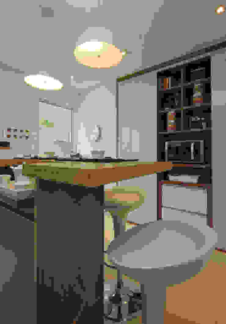 Apartamento residencial – Ed. Lumina Parque Clube Cozinhas clássicas por Carolina Ouro Arquitetura Clássico