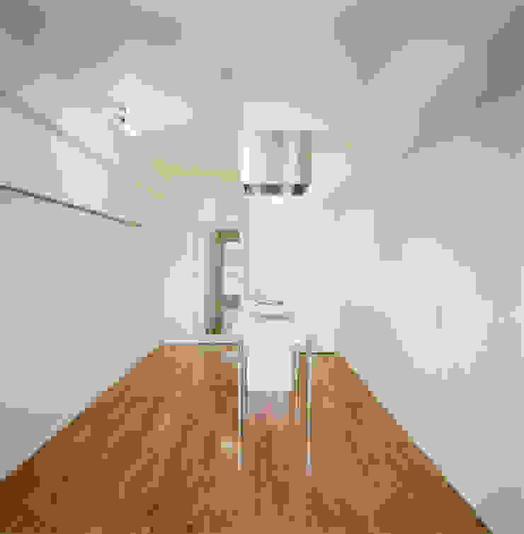 あお建築設計 Modern style bedroom Wood White
