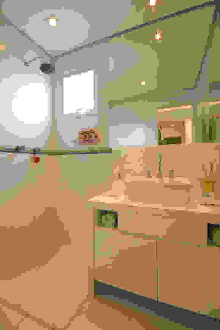 Apartamento residencial – Ed. Lumina Parque Clube Banheiros clássicos por Carolina Ouro Arquitetura Clássico